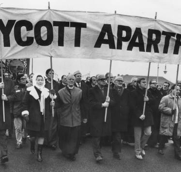 Anti-apartheid marchers on their way to Twickenham rugby ground in London, December 20, 1969 (Photo: Getty Images)
